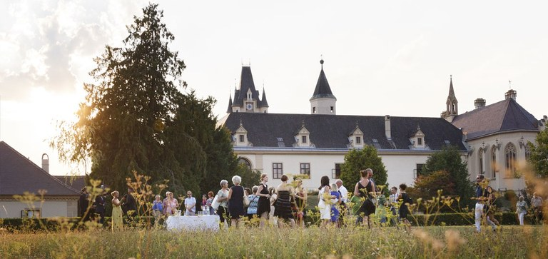 32-hectare natural stage. What would the castle be without its park? The spacious grounds are full of botanical richness, ensuring a perfect backdrop for your event.